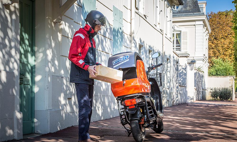 Image à la une – Des Français veulent livrer vos pizzas en scooter électrique