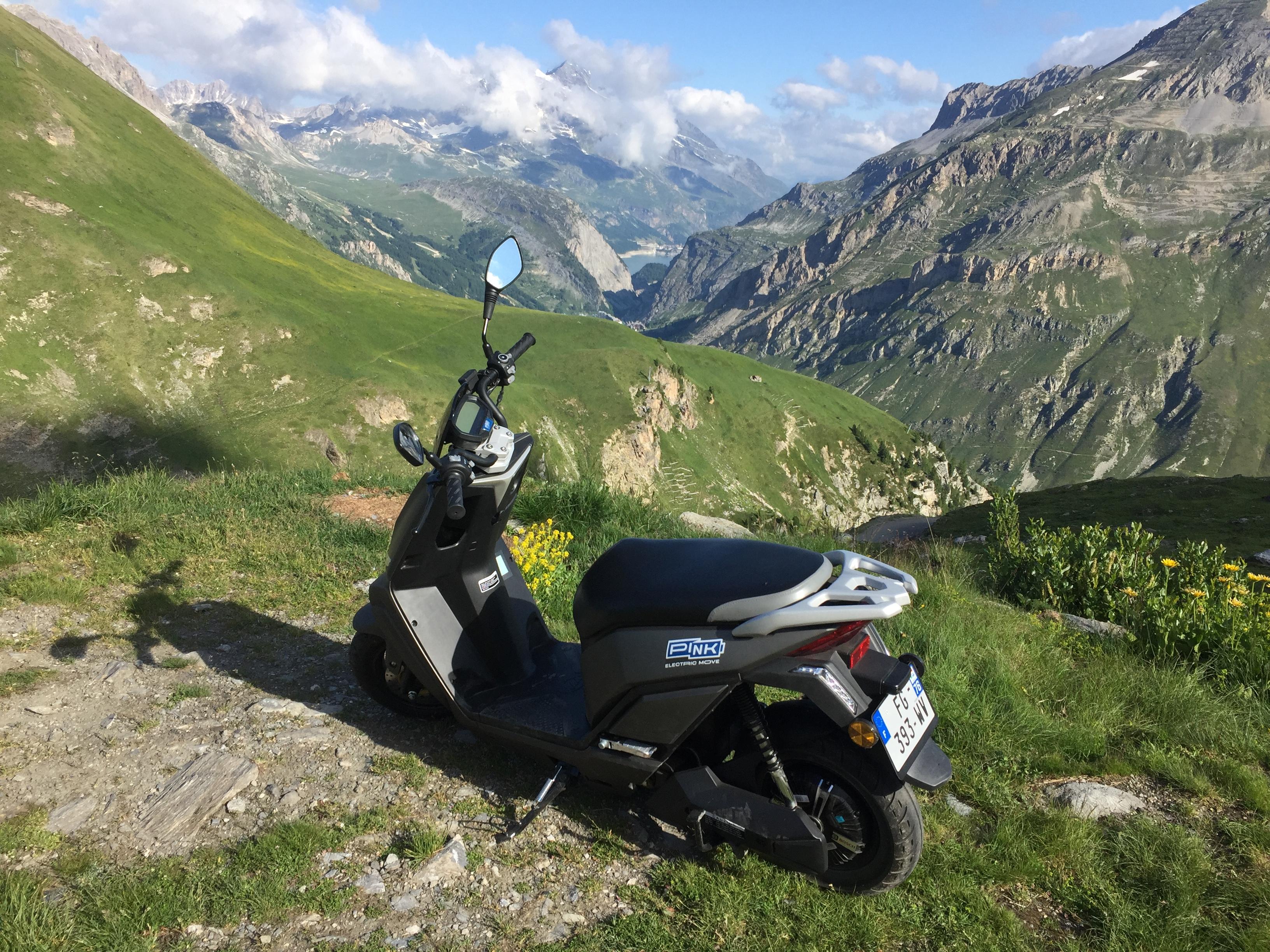 Image à la une – La montagne en scooter électrique