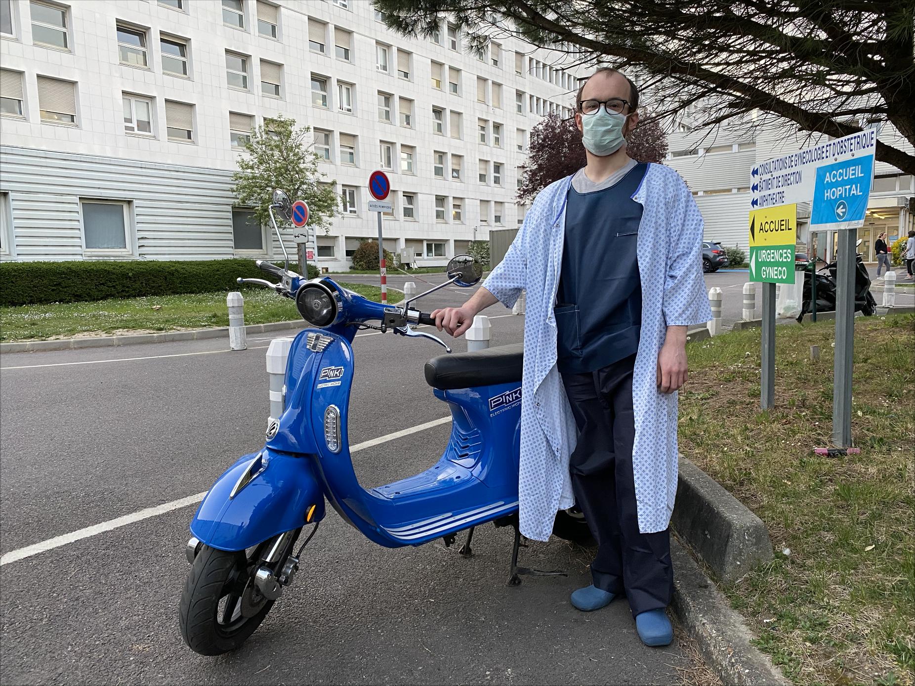 Image à la une – Le Parisien – Les scooters électriques Pink Mobility prêtés gratuitement aux soignants