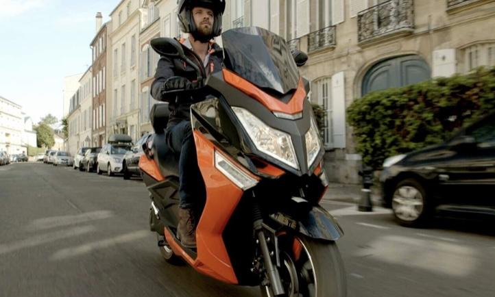 Image à la une – e-bike generation : Pink déconfine son nouveau maxi-scooter électrique